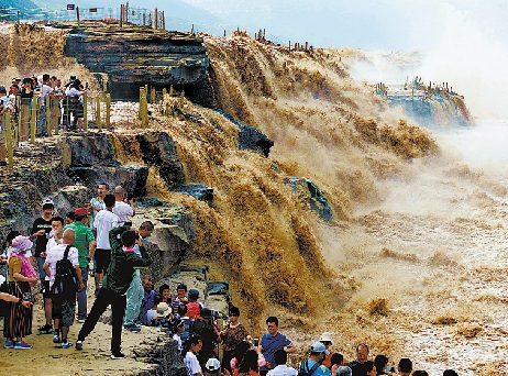 黄河水位涨 壶口展雄风