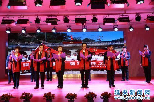 教师登台展才艺 载歌载舞迎新年